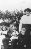 1919 John and Pearl with Olive, Ken  and Doris